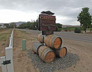 garfiel vineyard palisade - Mile High Wine Tours